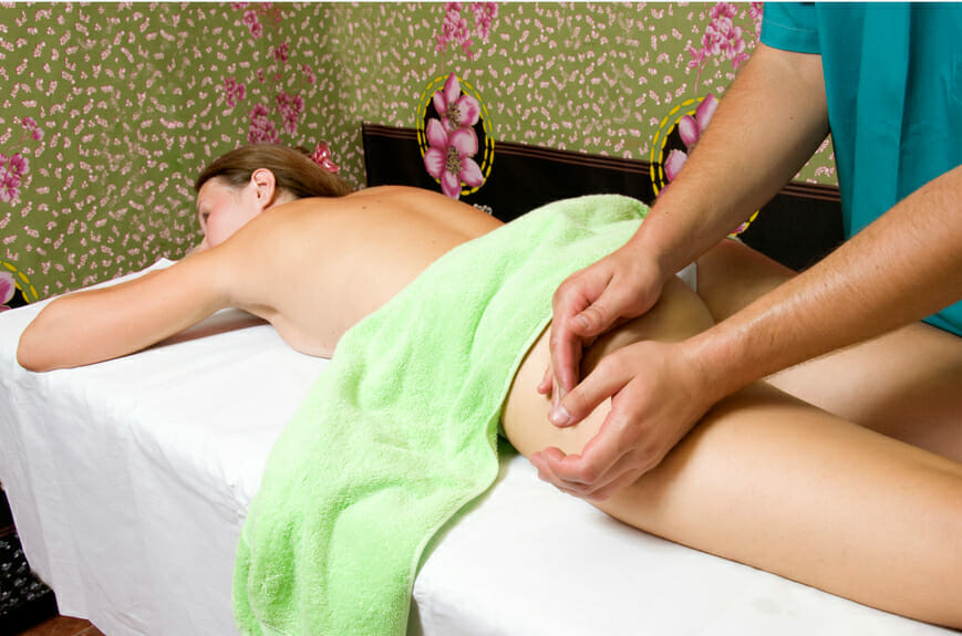 Anticelulitídna masáž je účinným spôsobom ako odstrániť prejavy celulitídy