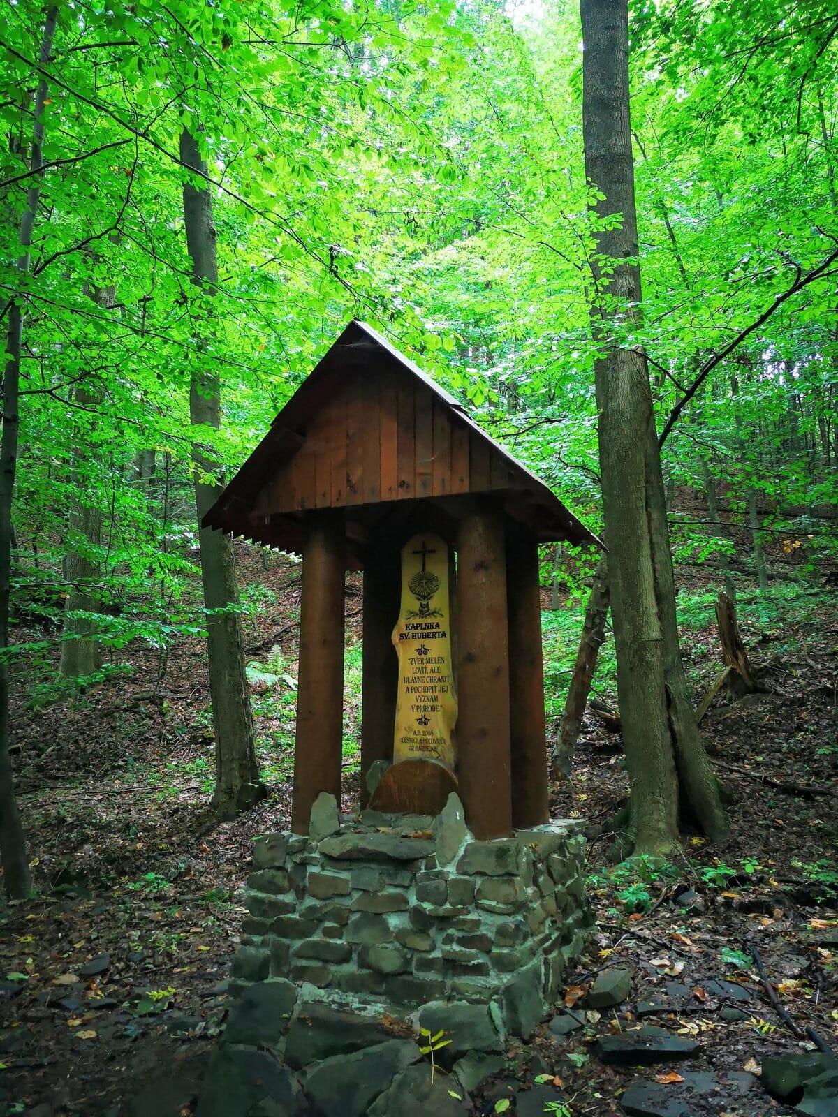Kaplnka sv. Huberta – náučný chodník Čierna mláka