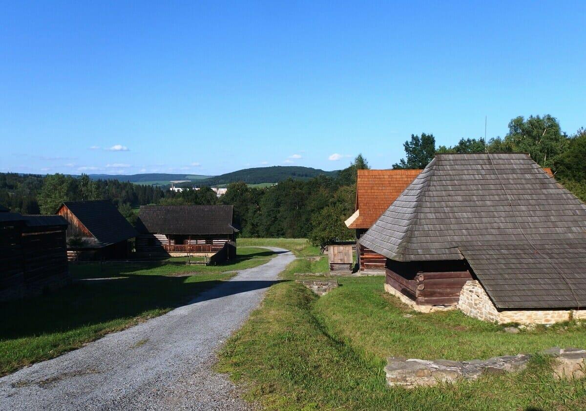 Skanzen vo Svidníku – pohľad na obytné domy