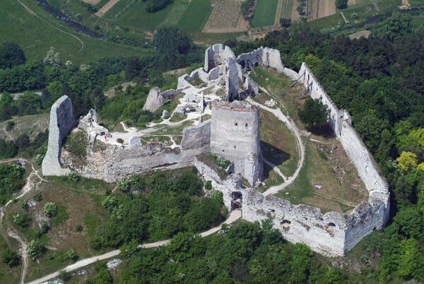 Čachtický hrad z vtáčej perspektívy