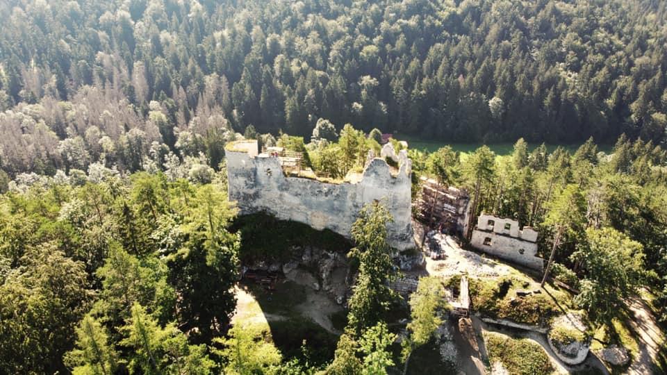 Hrad Blatnica z výšky