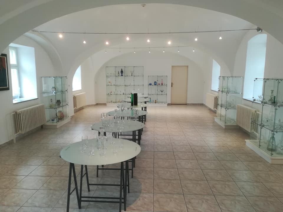 Výstava skla v Slovenskom sklárskom múzeu Lednické Rovne