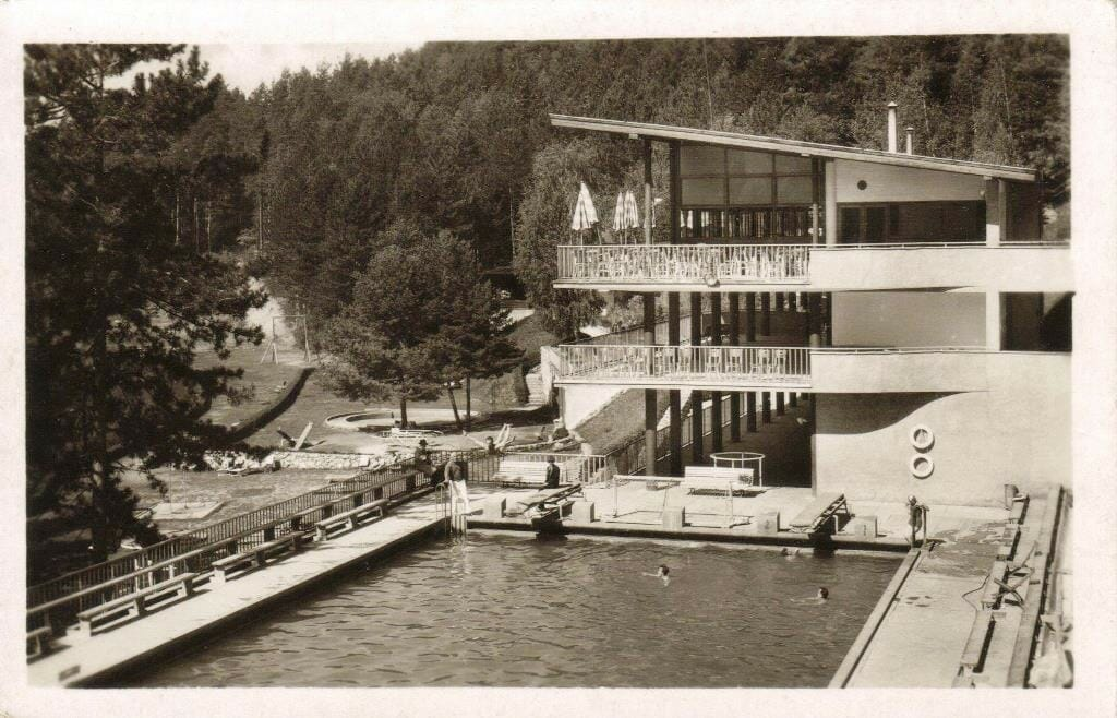 Historická fotografia na bazén pri reštaurácii
