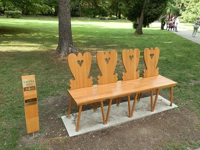 Folklórna lavička pre milovníkov ľudovej tvorby