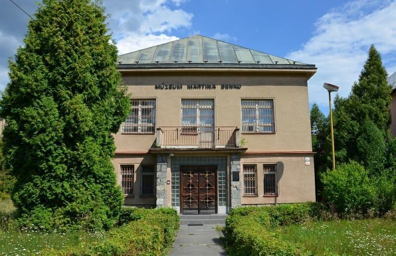 Foto budovy z prednej strany - vchod do múzea