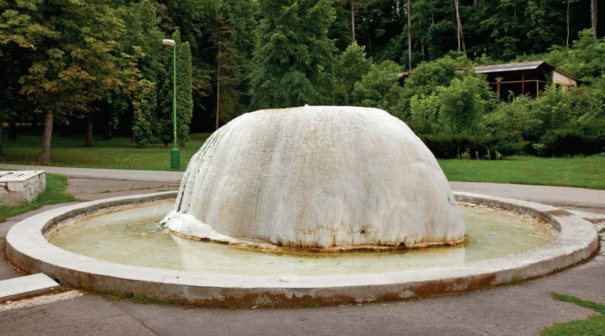 Pramentitová kopa Dudince – Kúpeľný prameň pred kúpaliskom Dudink
