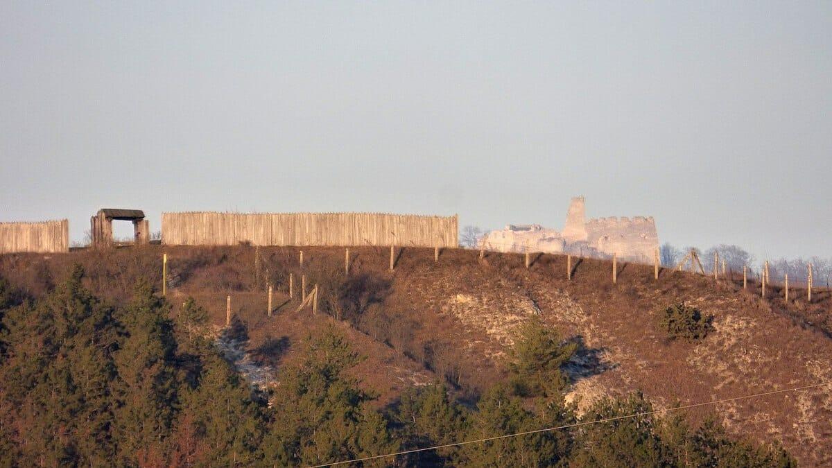 Pohľad na Veľkomoravský dvorec