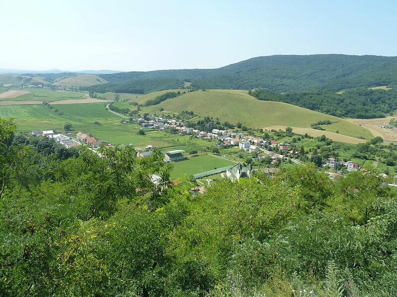 Pohľad z hradu na obec Hajnáčka