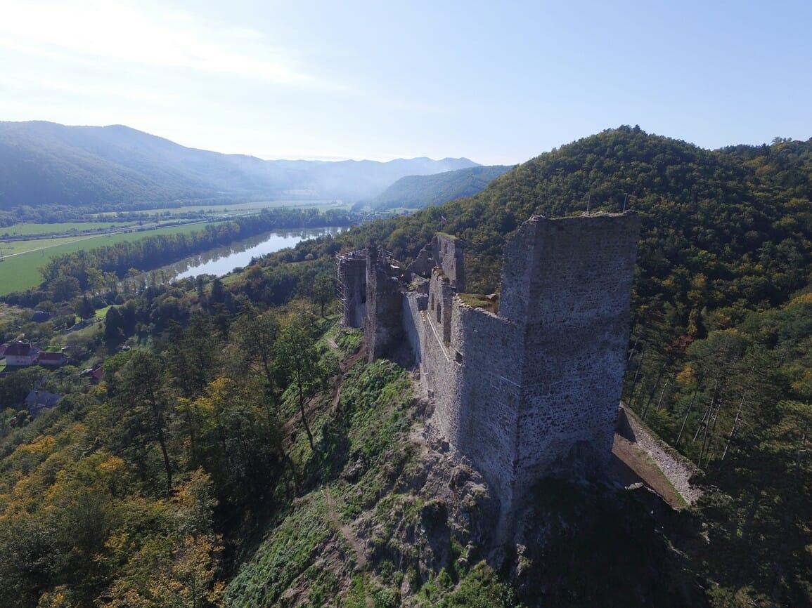 Letecký pohľad na hrad Revište