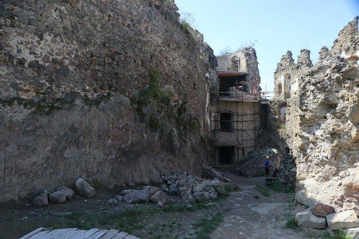 Rekonštrukčné práce na hrade Šášov