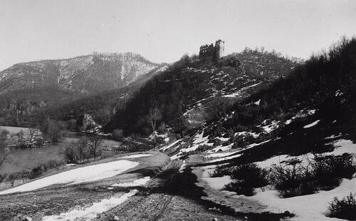 Šašovský hrad na historickej pohľadnici – rok 1930