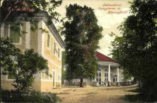 Areál kúpeľov v Sklených Tepliciach na historickej fotografii