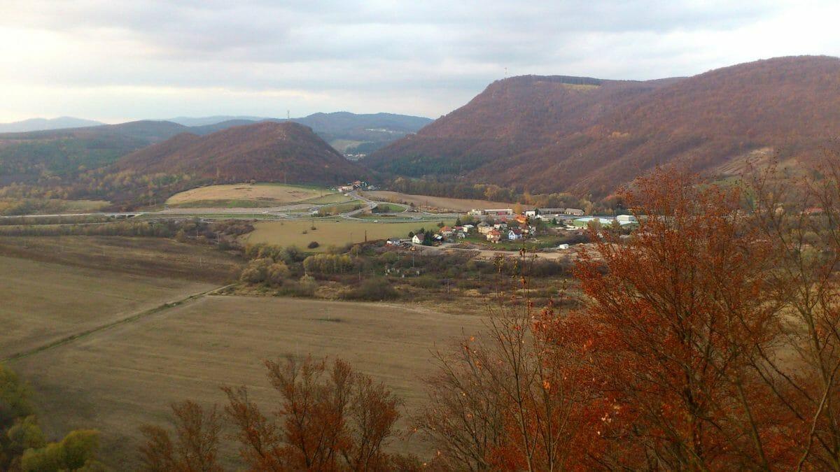 Výhľad zo Šášovského hradu časť obce Šášovské Podhradie