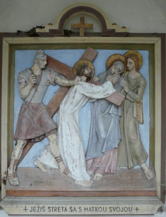 Plastika v kaplnke - Ježiš sa stretáva s matkou
