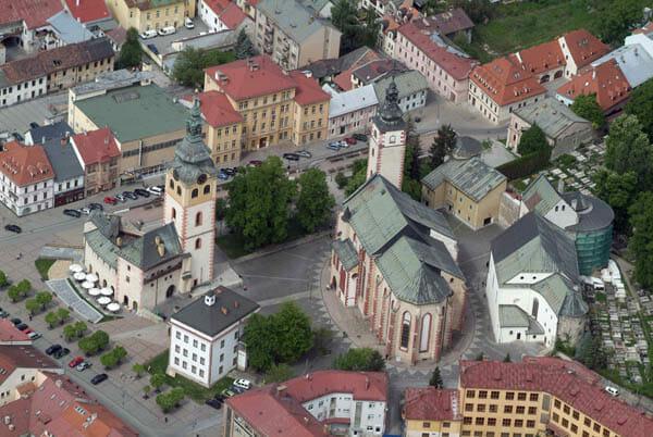 Celkový pohľad na areál Mestského hradu v Banskej Bystrici