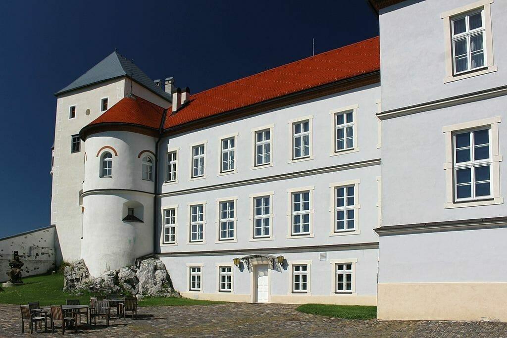 Južné nádvorie hradu