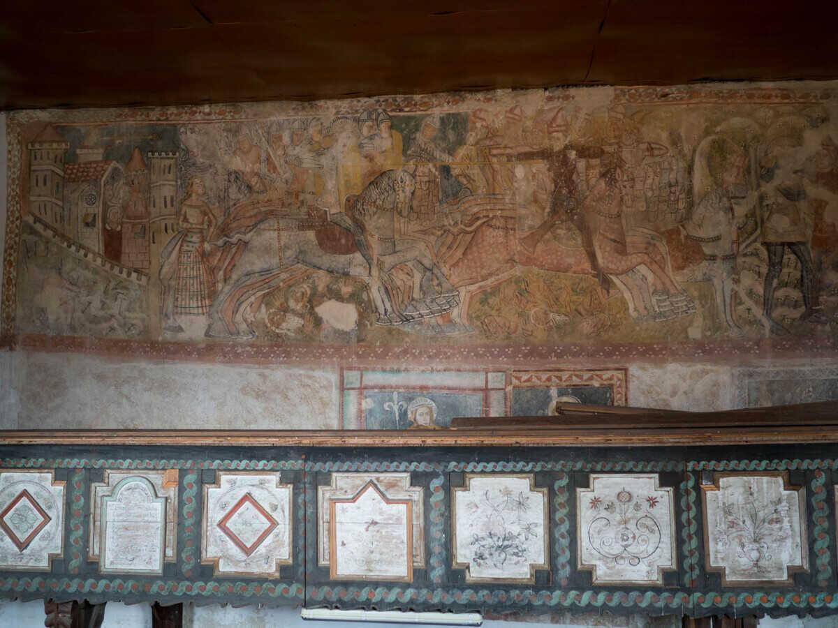 Svätoladislavská legenda na severnej strane lode, kostol Rimavská Baňa