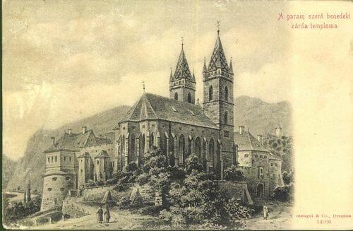 Kláštor na dobovej pohľadnici