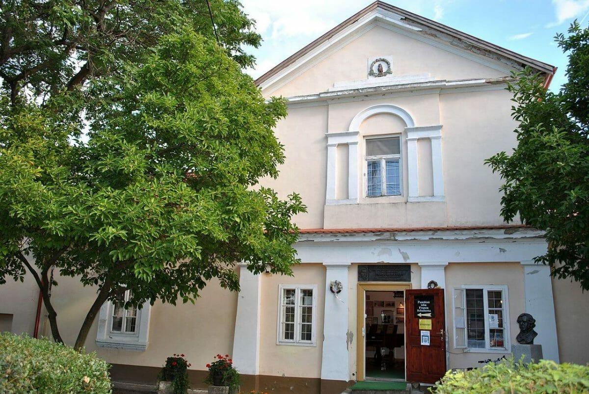 Soví zámoček v Želiezovciach, dnes Múzeum a pamätná izba Franza Schuberta