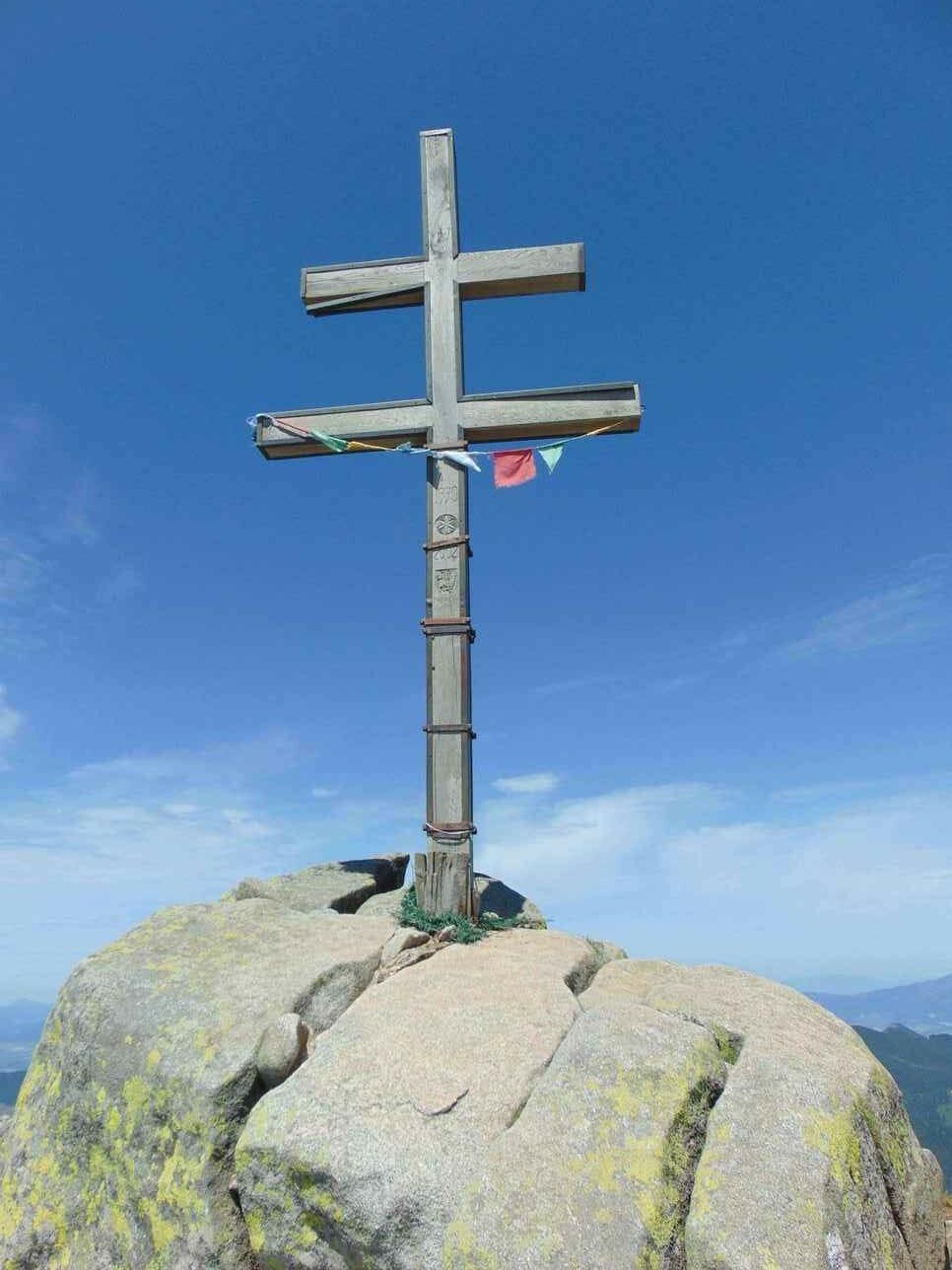 Dvojkríž na vrchole Ďumbiera