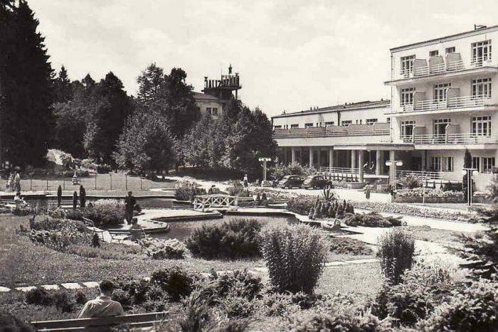 Kúpeľný park pred hotelom Palace
