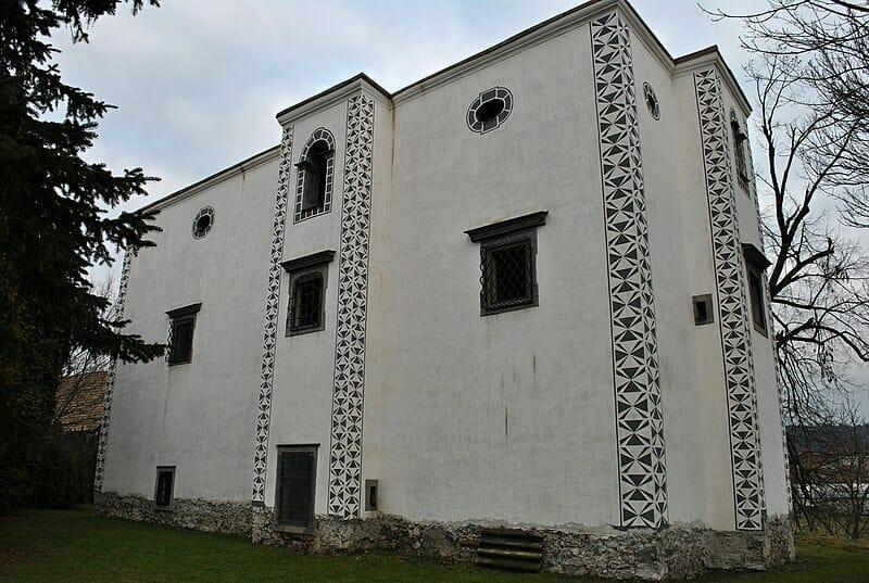 Renesančný kaštieľ rodu Bezeghovcov Sliač
