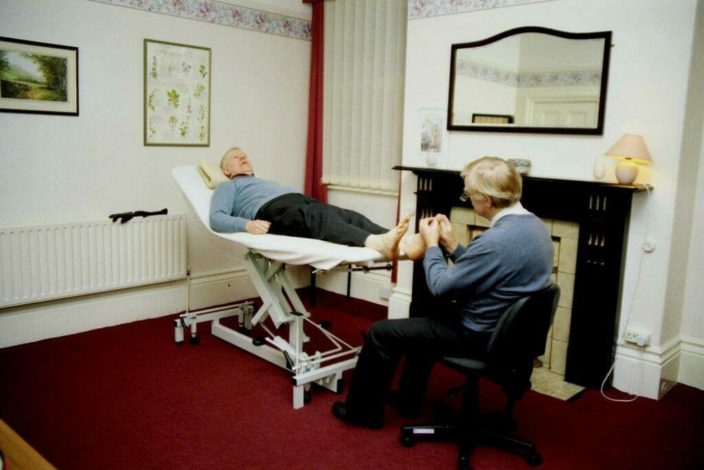 Reflexná terapia využíva rad tlakových techník, ktorými stimuluje konkrétnu reflexnú oblasť chodidiel