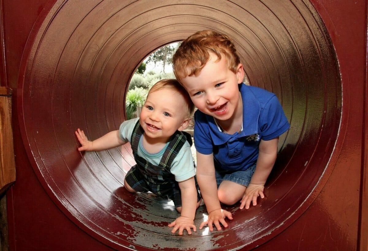 Detské ihriská sú miesta, kde vznikajú nové priateľstvá.