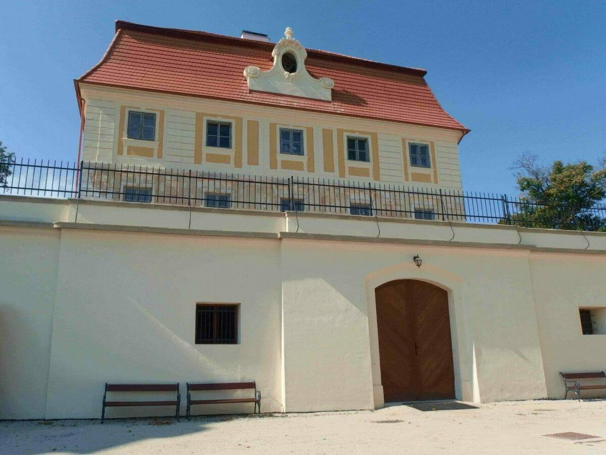 Exteriér kaštieľa Chtelnica