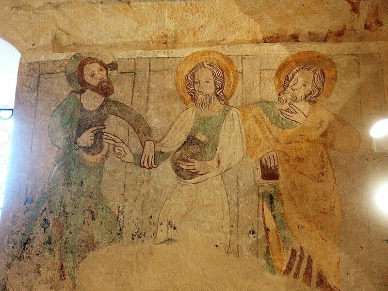 Fresky v románskom kostole v Dechticiach