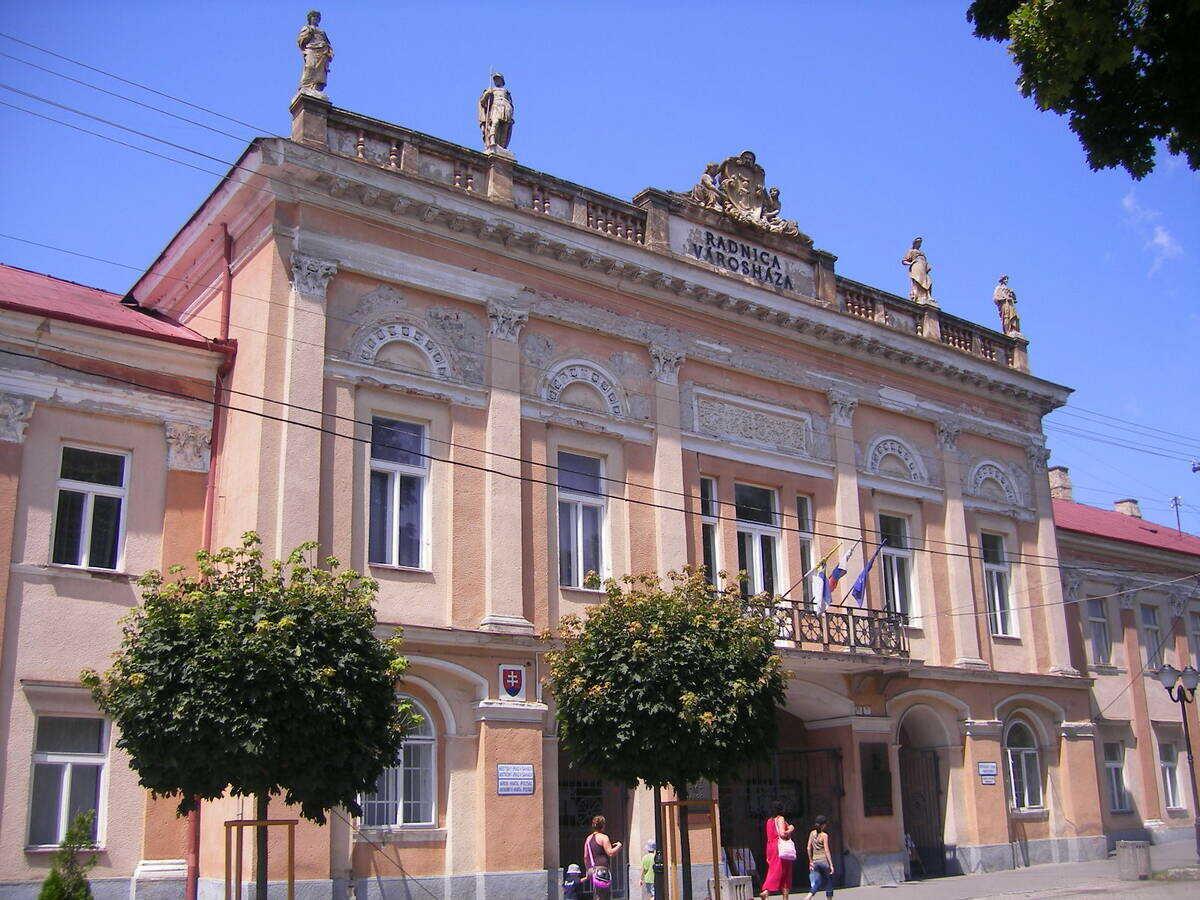 Galéria Ľudovíta Simonyiho v budove Mestského úradu na Hlavnom námestí, Šahy