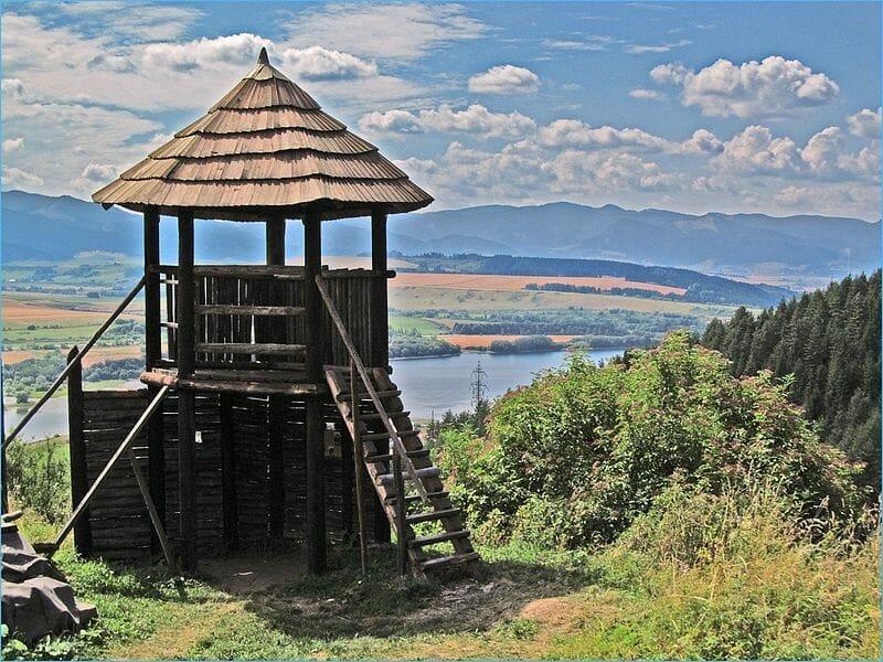 Drevená strážna veža