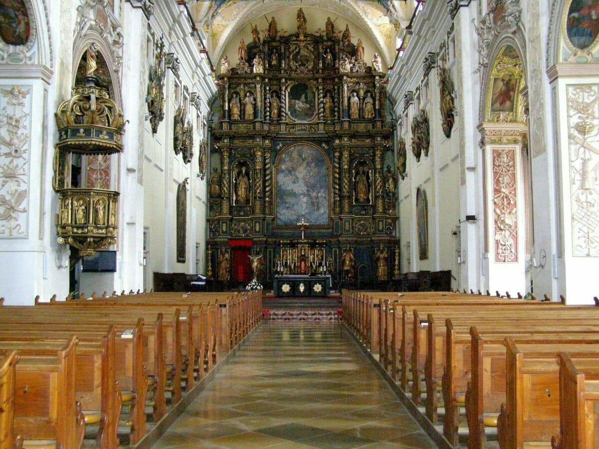 Interiér univerzitného kostola sv. Jána Krstiteľa