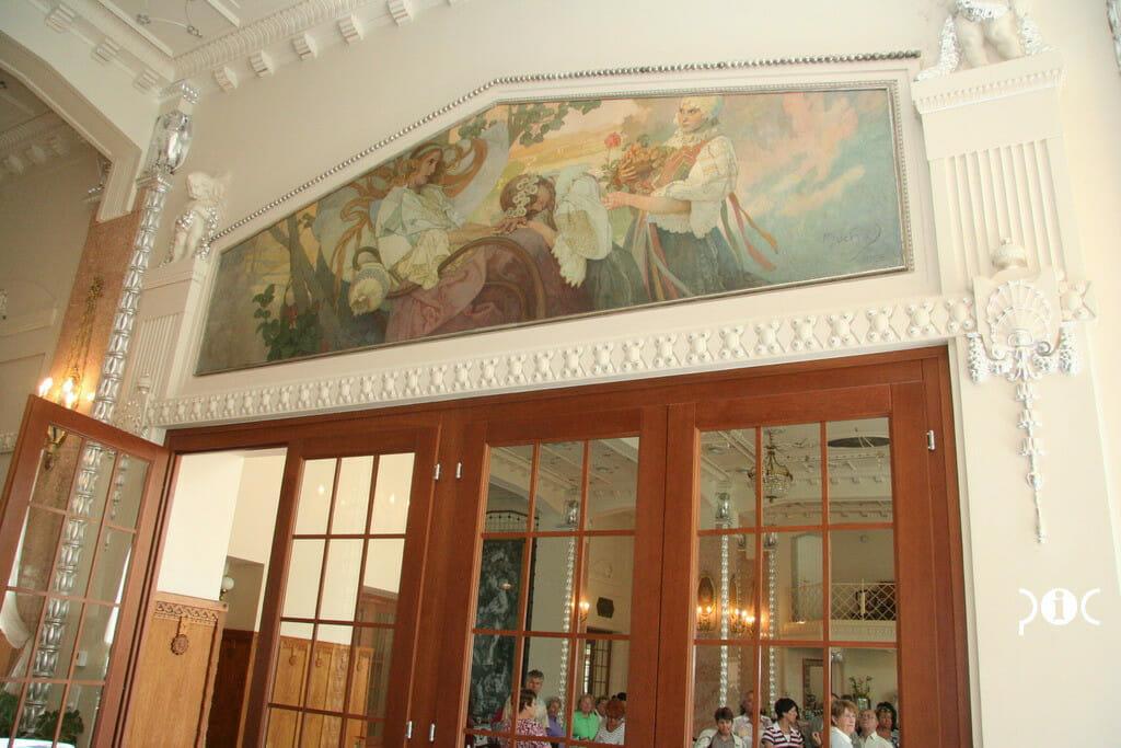 Obraz Alfonsa Muchu v Thermia Palace