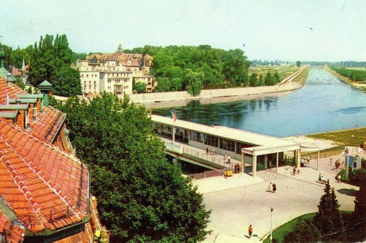 Pohľadnica z roku 1966 Kolonádový most