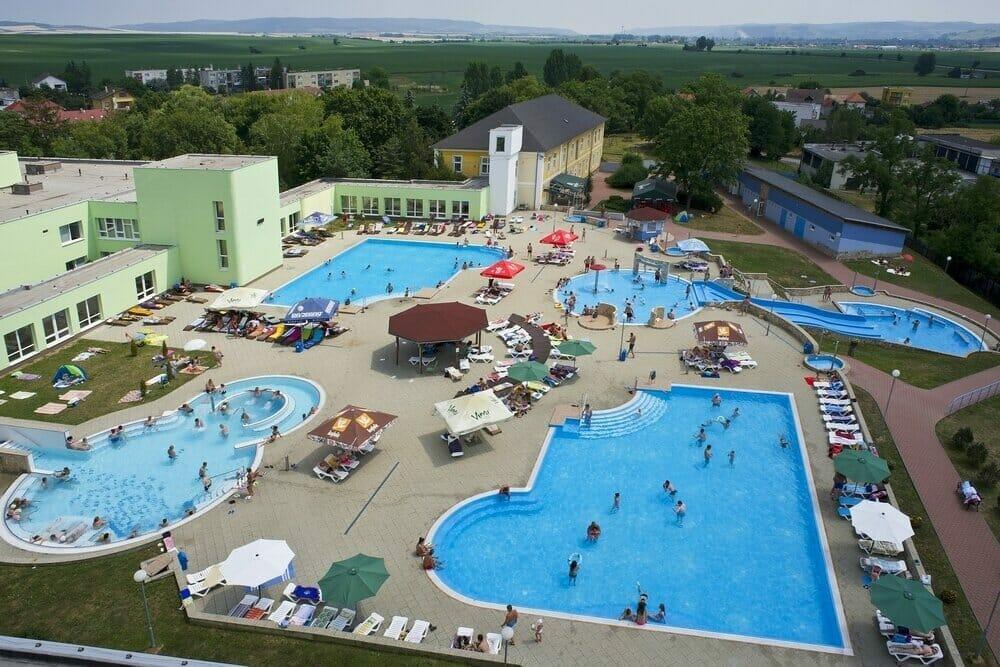 Bazénový komplex v kúpeľoch Číž