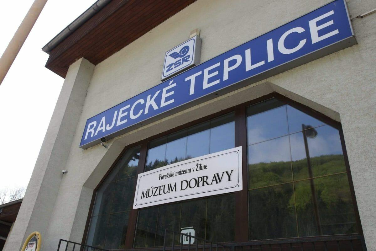 Budova múzeum dopravy v Rajeckých Tepliciach