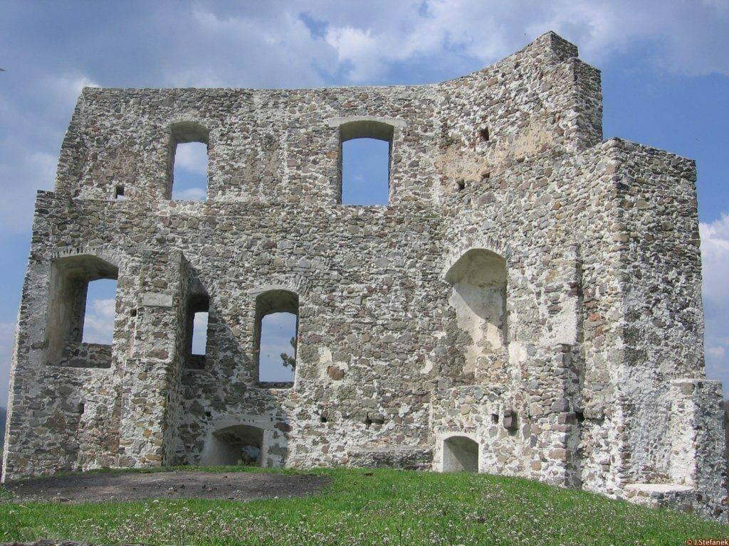 Pohľad na hrad Dobrá Niva