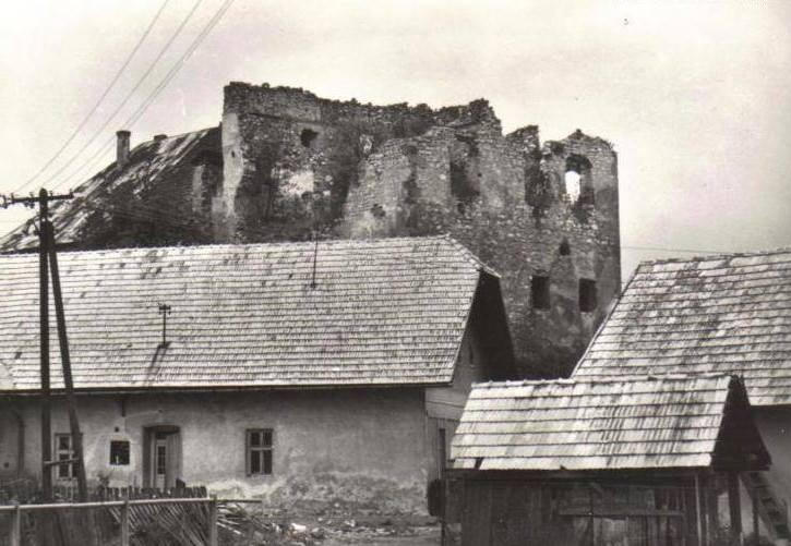 Hrádok Dúbravica na historickej fotografii