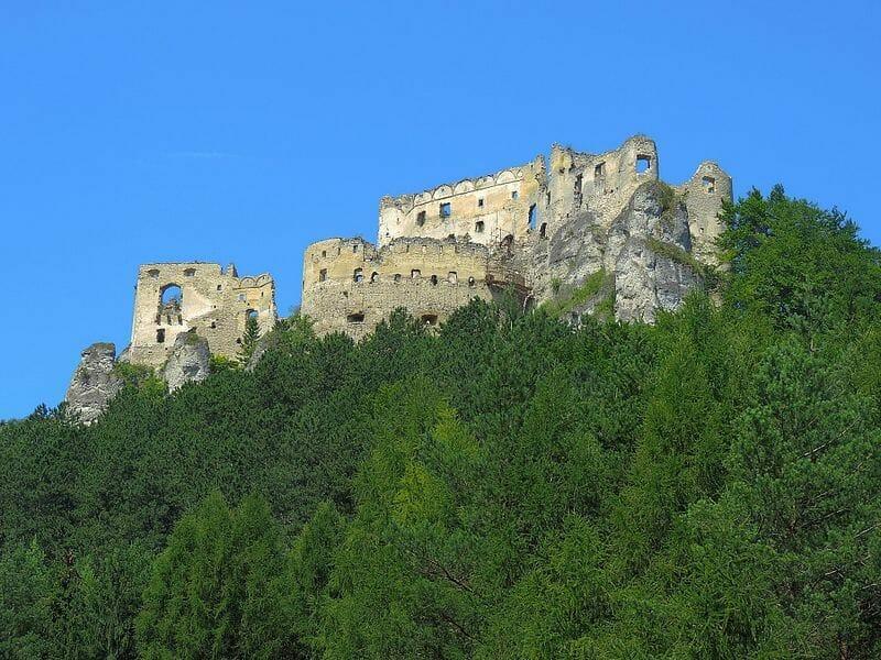 Pohľad na hrad Lietava