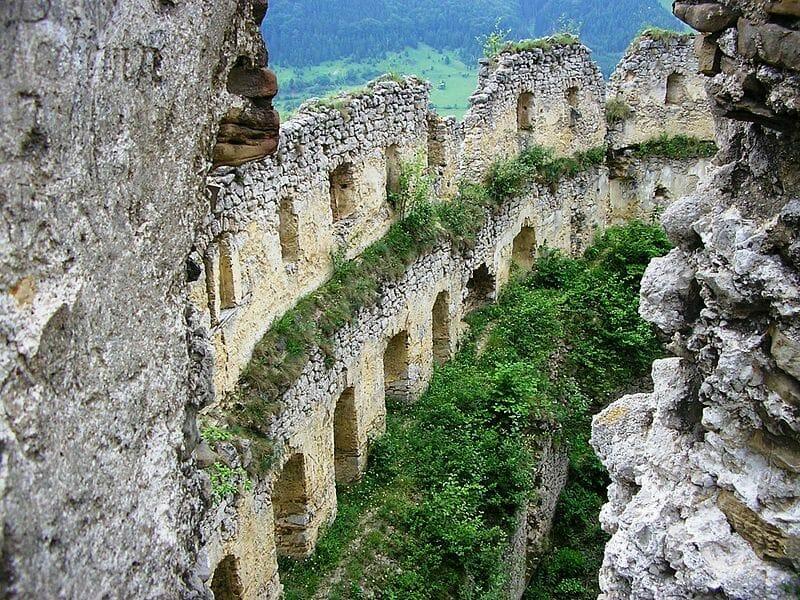 Vo vnútri hradu - veľký rondel