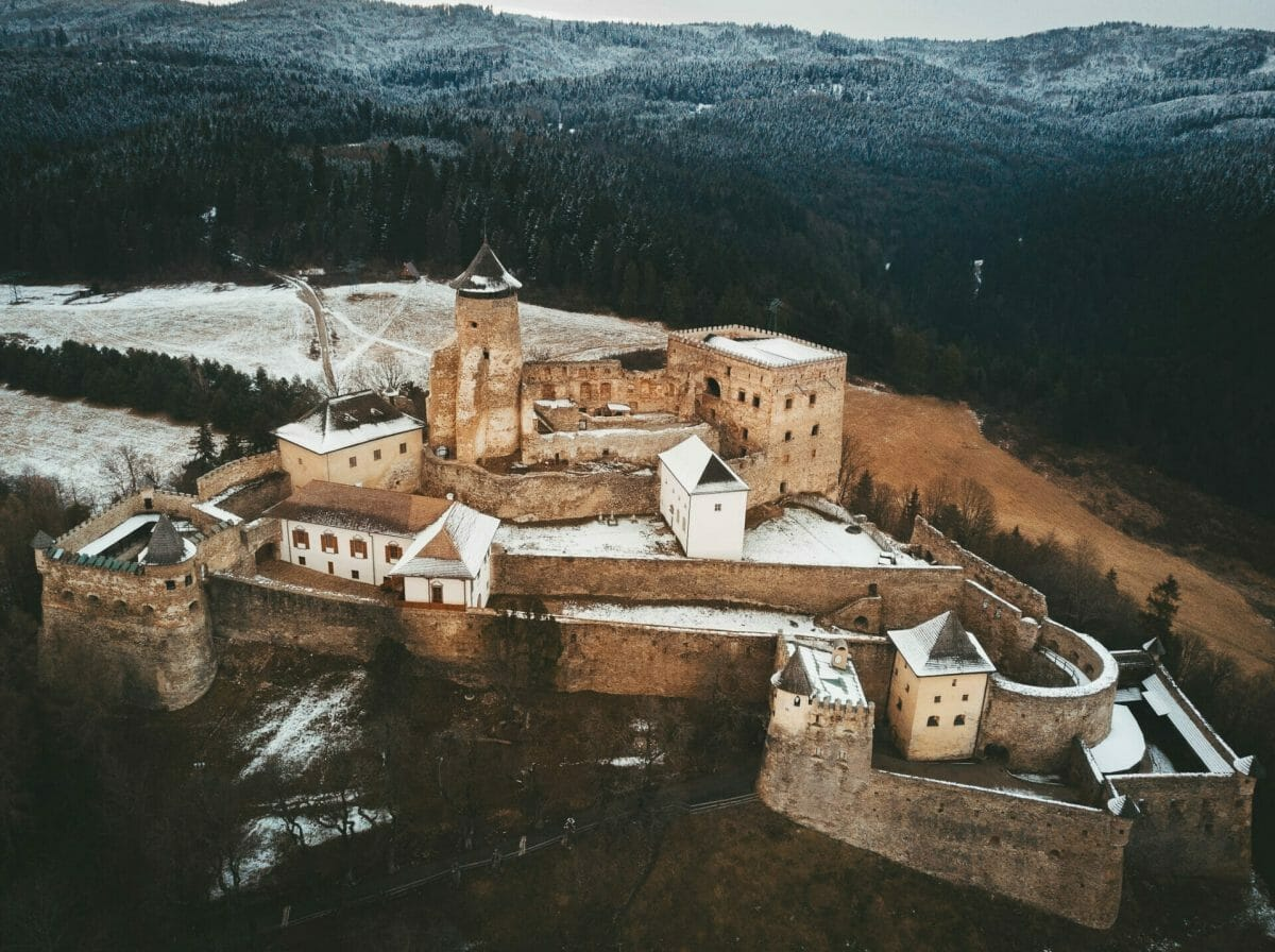 Zasnežený Ľubovniansky hrad