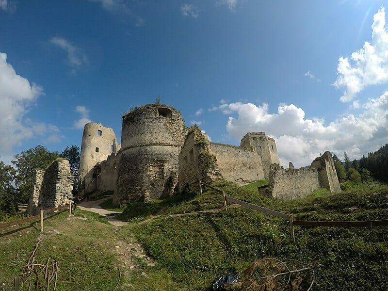 Majestátny hrad Lietava
