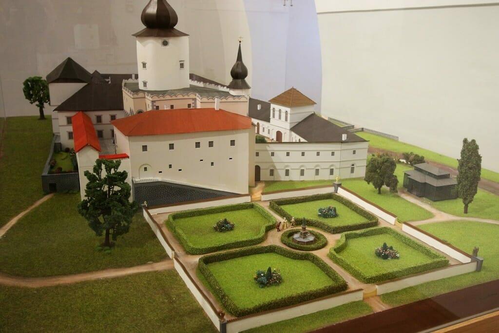 """Budatínsky hrad – trojrozmerný model hradu z expozície """"Pred hradbami, za hradbani"""""""