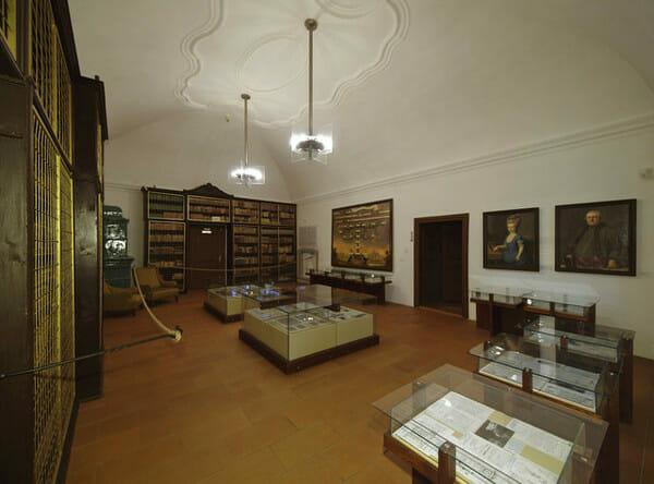 Historická knižnica z konca 16.stor. - stála expozícia kaštieľa Strážky