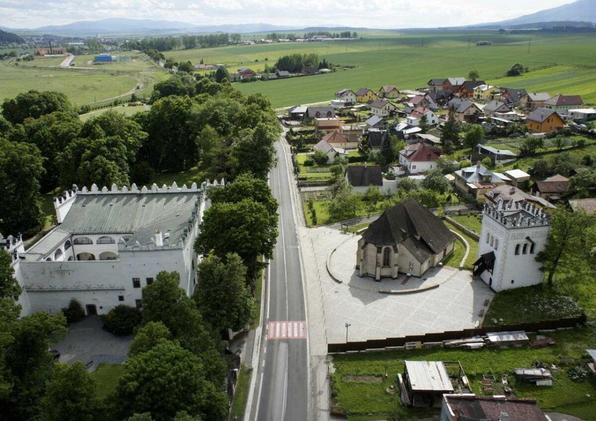 Letecký pohľad na kostol sv.Anny Strážky