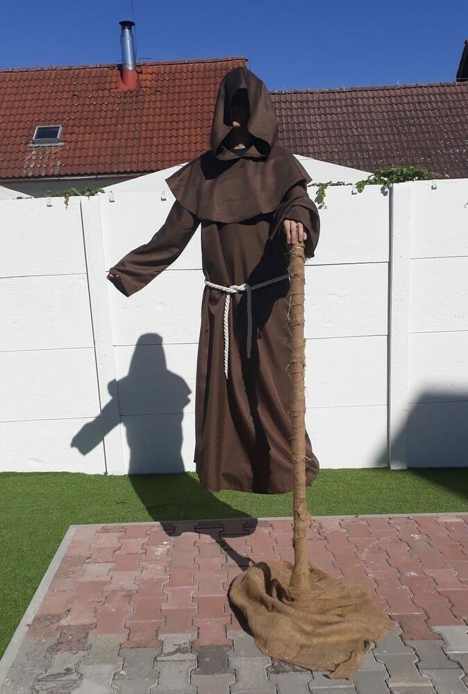 Levitujúci mních – exteriér Domu Ilúzií Bojnice