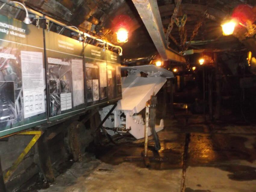Začiatok prehliadkovej trasy Hornonitrianskeho skanzenu baňa Cígeľ