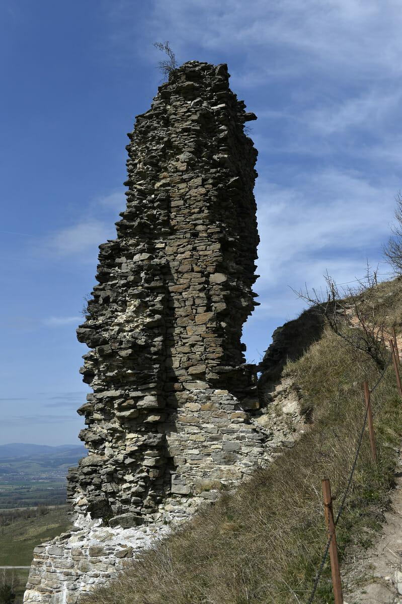 Zvyšky bašty hradu Sivý kameň