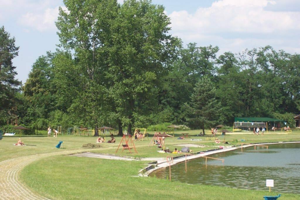 Plážové kúpalisko Bojnice – detské ihrisko pri vodnej nádrži